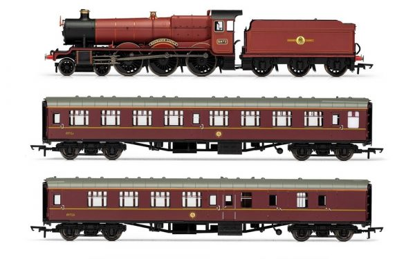 Hornby Hogwarts Express and 2 coaches