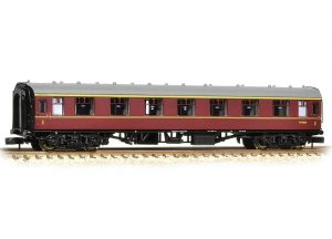 maroon rail carriage