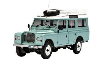 Revell 1/24 Land Rover Series III LWB Model Kit